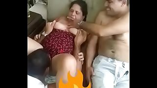 Indian aunty gets her pussy cleaned